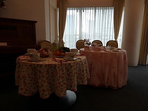 朝食のテーブルセッティング