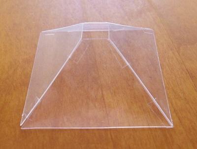 透明ピラミッド