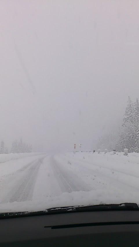 雪の関越道