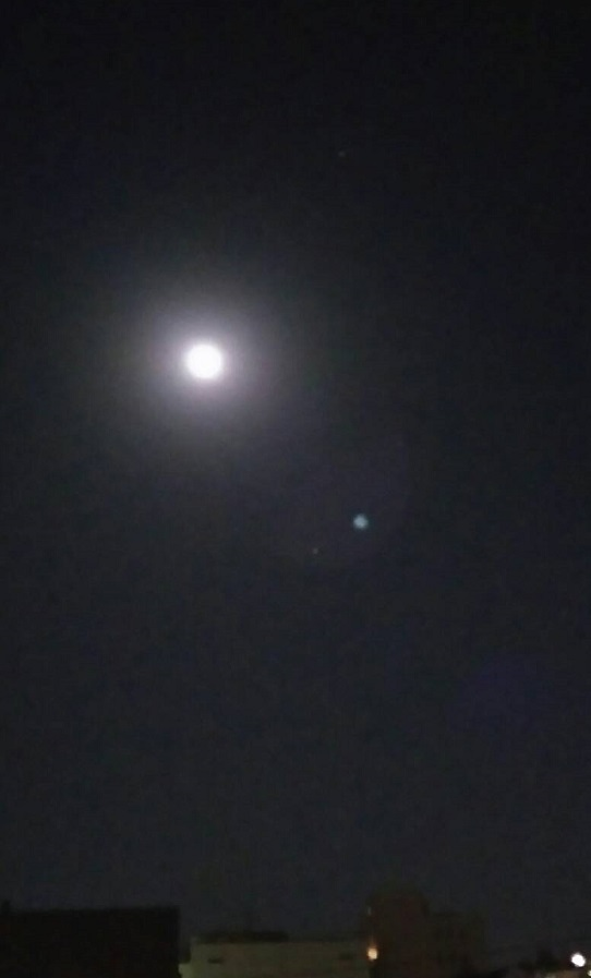 16日夜10時の明るい眩いお月様1