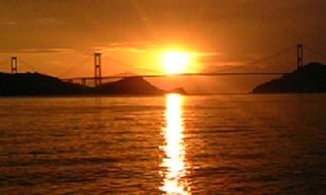 今治の海の朝日