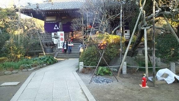宝戒寺の境内