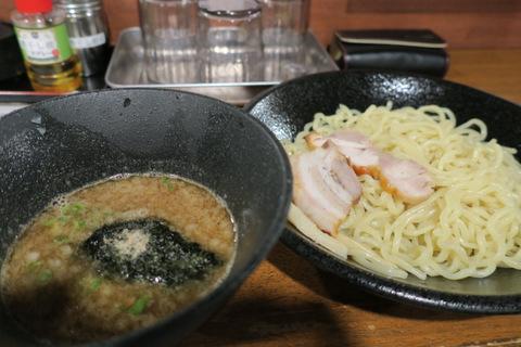 春晴(濃厚煮干しつけ麺)