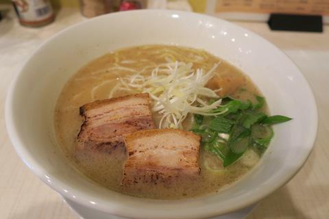 市川商店(魚介と豚骨の濃厚ダブルスープらぁ麺)