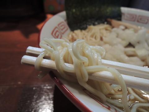 三段仕込みソバの麺