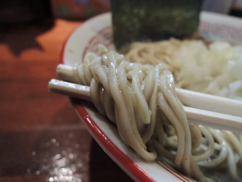 濃厚中華ソバの麺
