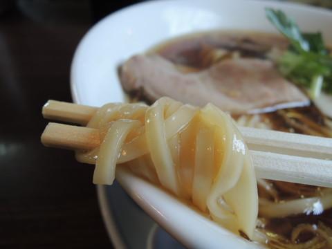醤油らぁ麺の麺
