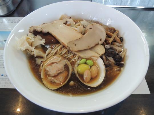 秋薫る正油らぁ麺(1600円)