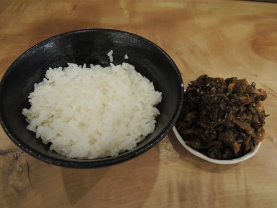 ライス(100円)+セルフトッピングの高菜