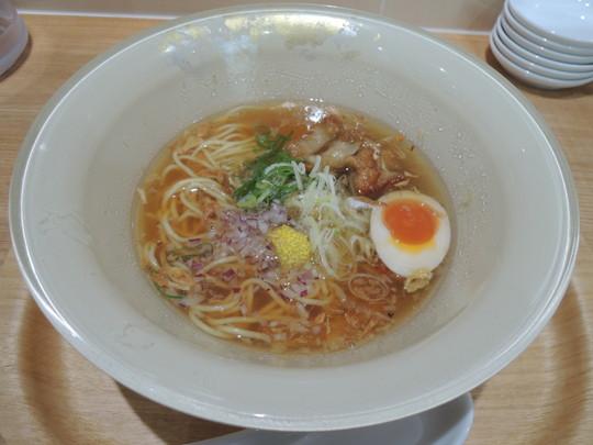 鶏塩らーめん(790円)