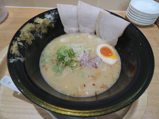 鶏煮込み塩らーめん(790円)