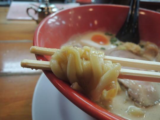 大豆の神様ラーメンの麺