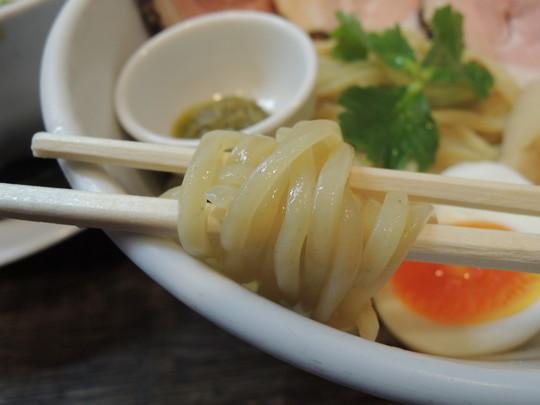 豚CHIKIしょうゆつけ麺の麺
