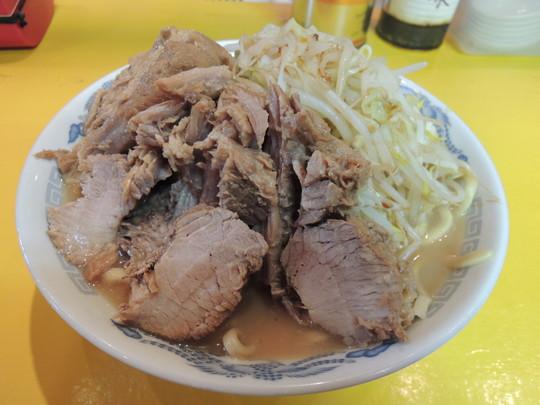 ラーメン(中)醤油(700円)+チャーシュートリプル(300円)