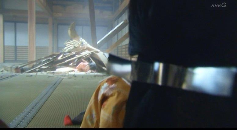 大砲の被害に会う茶々の侍女 真田丸