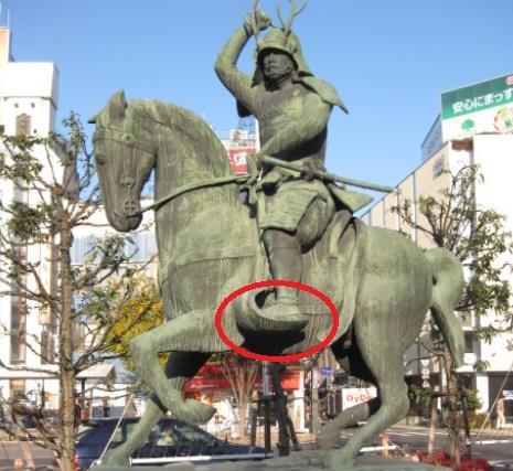真田幸村像 鐙の位置