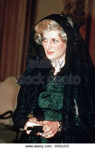 hrh-diana-princess-of-wales-attends-an-audience-with-pope-john-paul-dgxjcc.jpg