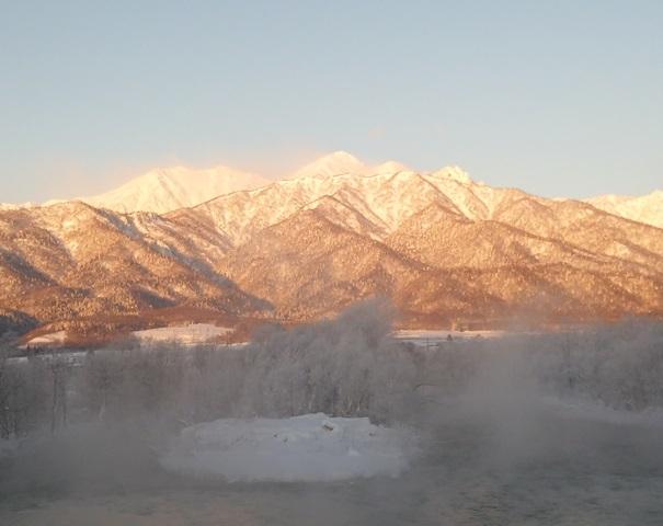 朝日と川霧