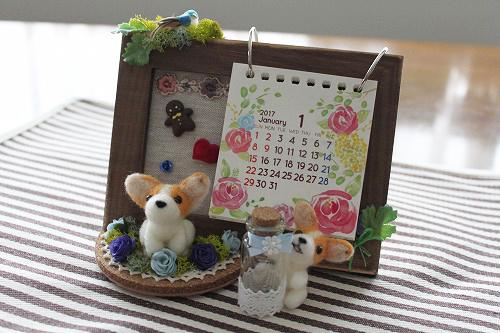 カレンダーと乳歯入れ