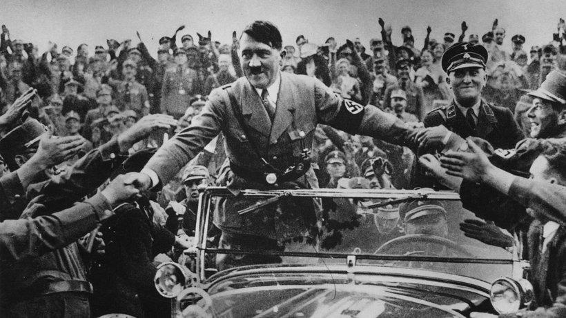 adolf-hitler-reichskanzler-1933.jpeg