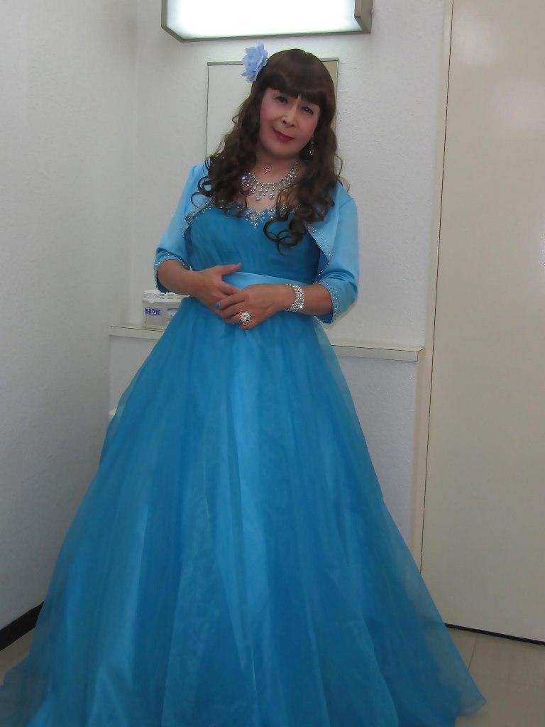 水色のドレス控室にて(3)
