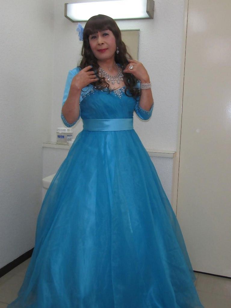 水色のドレス控室にて(2)