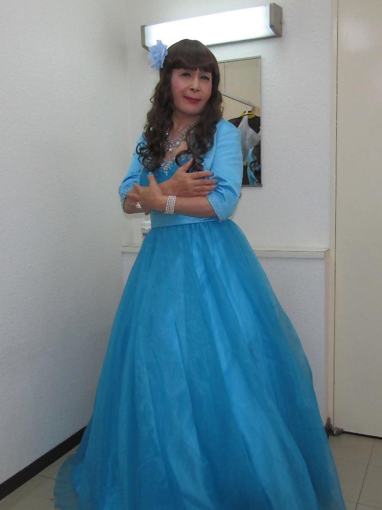 水色のドレス控室にて(5)