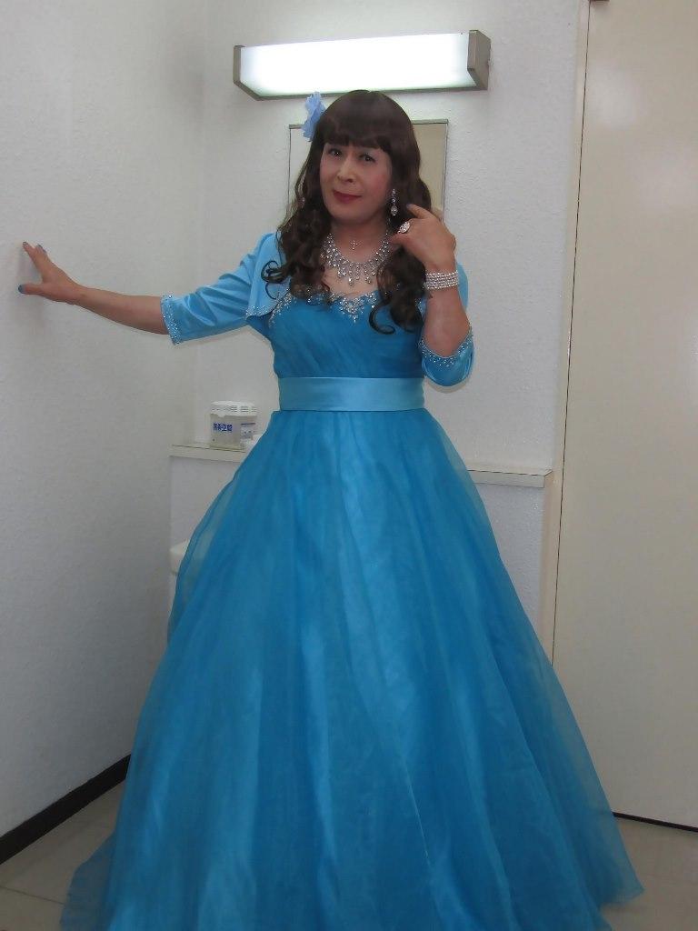 水色のドレス控室にて(1)