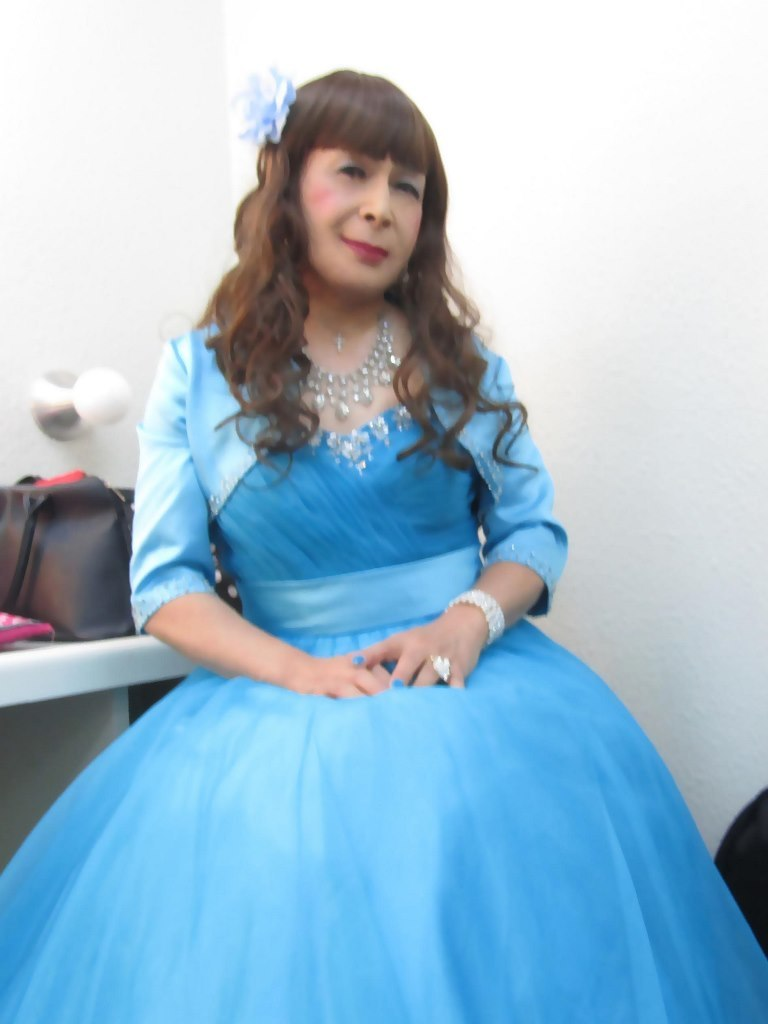 水色のドレス控室にて(7)