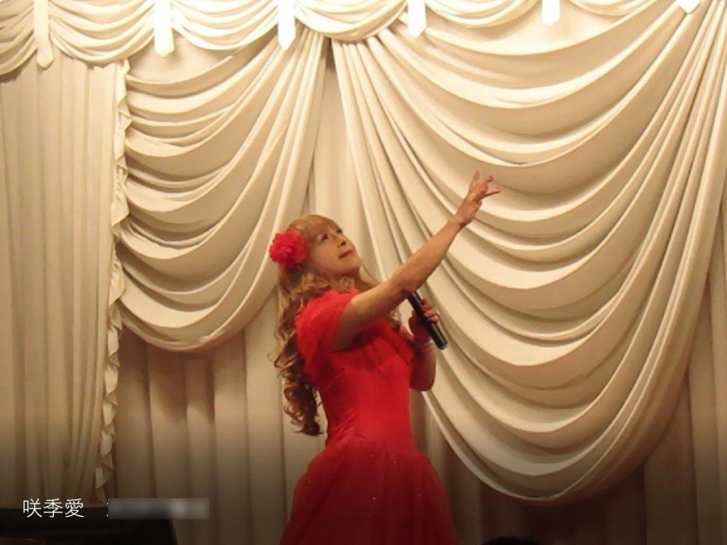 赤いドレス舞台(2)
