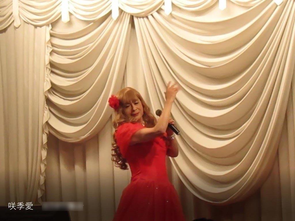 赤いドレス舞台(4)