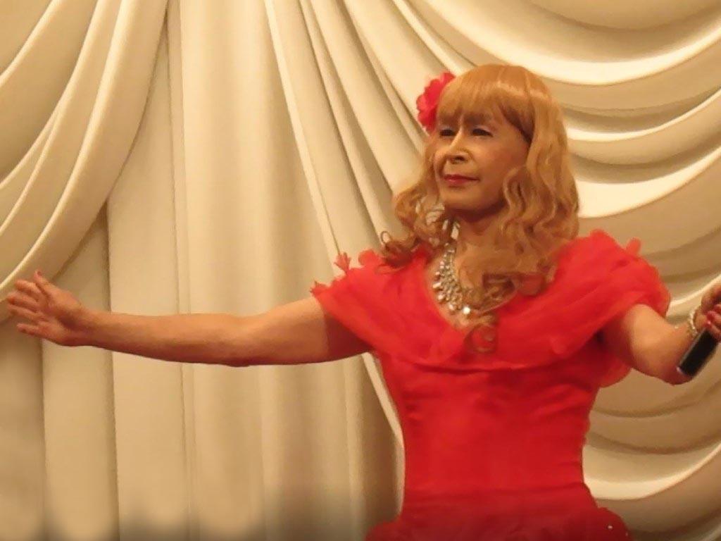 赤いドレス舞台(8)