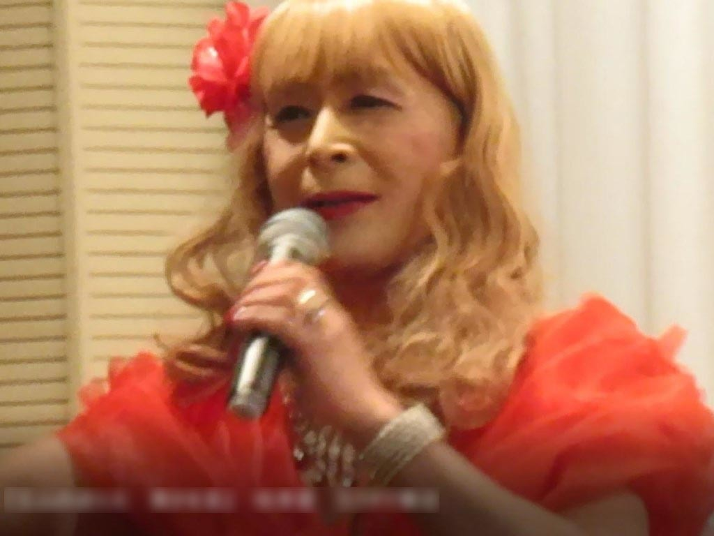 赤いドレス舞台(11)