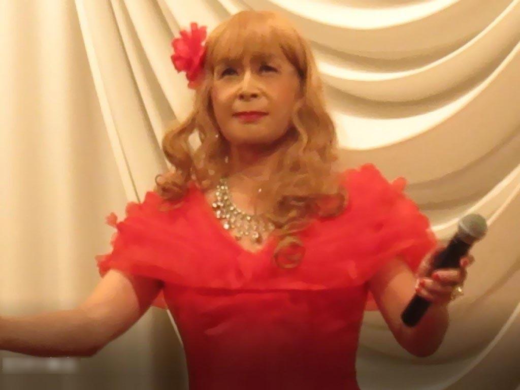赤いドレス舞台(10)