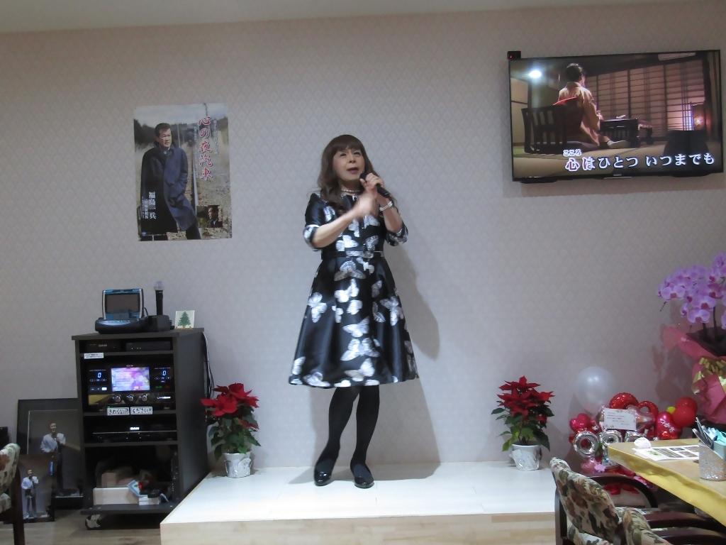 黒地に蝶柄ワンピカラオケ(4)