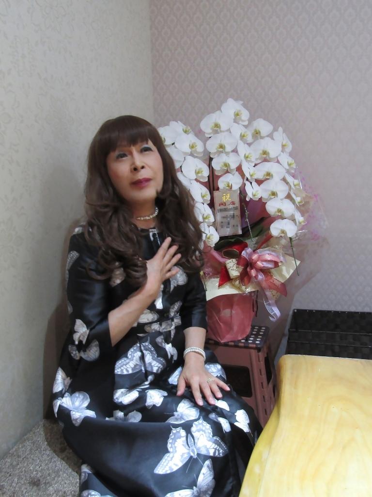 黒地に蝶柄ワンピカラオケ(7)