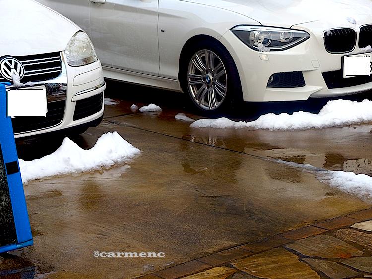 雪の日の駐車場