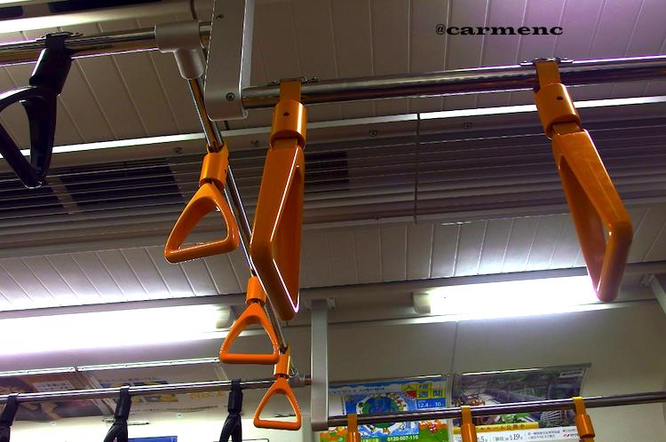 吊り輪黒とオレンジ