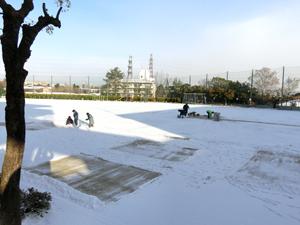 運動場雪かき