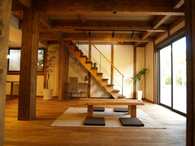 真壁 施工例 フローリングはタモ無垢材