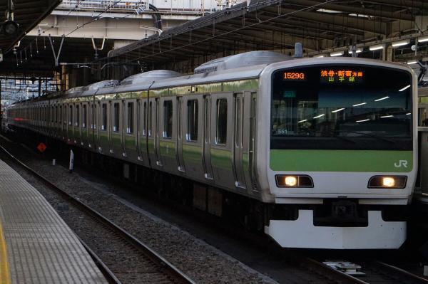 2017-02-07 山手線E231系トウ551編成 渋谷・新宿方面行き