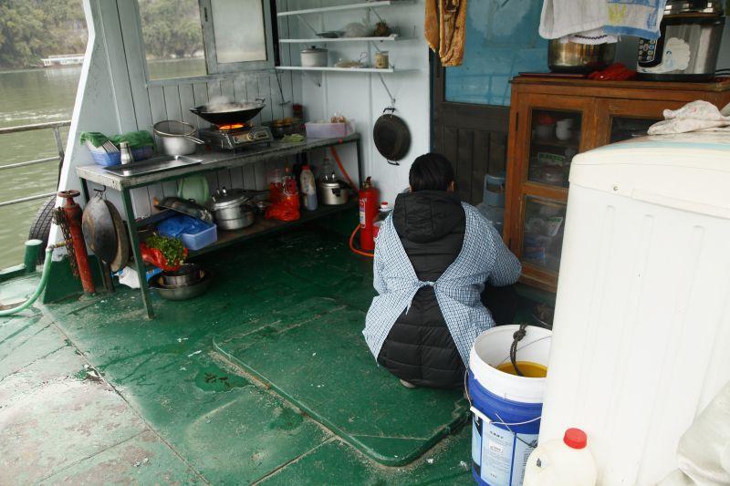漓江遊覧船キッチン