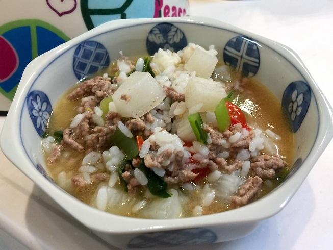 12月25日のごはん(合いびき肉、カブ、小松菜、長芋、ミニトマト)