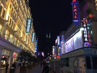南京東路の夜道