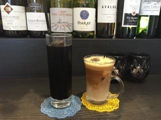 ドリンクセットのアイスコーヒーとカフェラテ