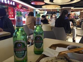 フードコートで青島啤酒