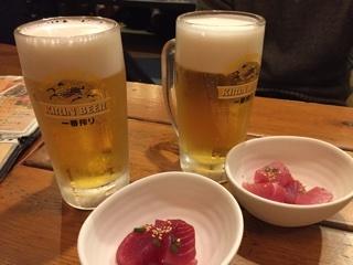 生ビールとお通しの沖縄マグロ