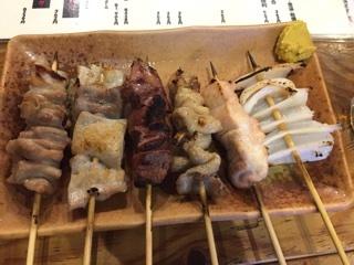 ちょい飲みセットの串(豚×3、鶏×3)