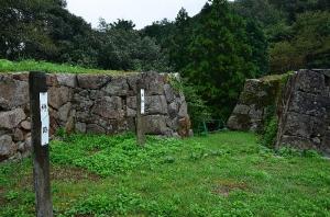 菅谷口の門