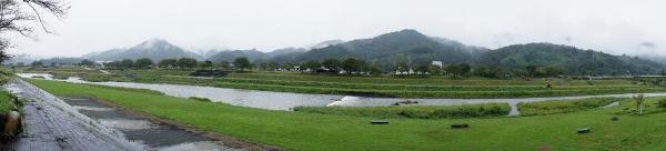 飯梨川(かつての富田川)の流れ